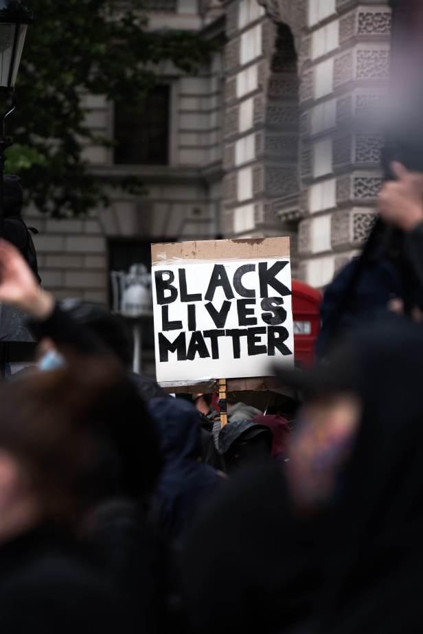 Black-lives-matter-la-vie-des-noirs-comptent