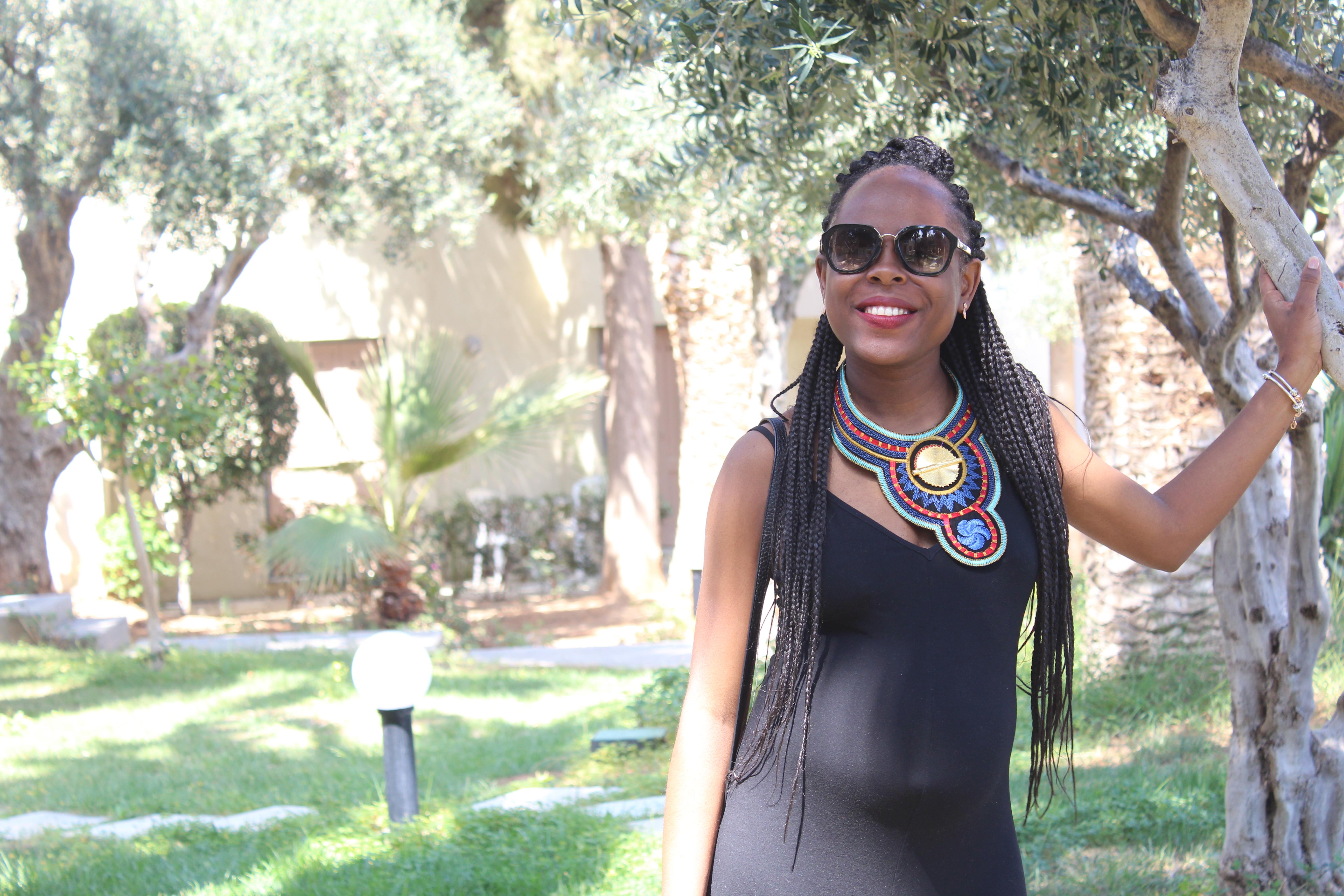 Rédactrice de papillon noir le blog, femme au visage souriant